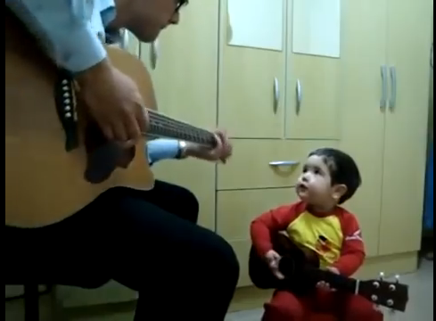 【キュン死に注意】「Don't Let Me Down」を一生懸命に歌う2歳児が可愛すぎるwww