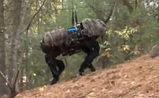 馬?ロボット?それとも人間?!見れば見るほど不気味な動き。BigDog・・・。